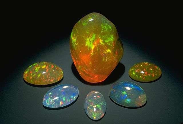Đá quý opal là một trong những loại đá quý đẹp nhất trên thế giới