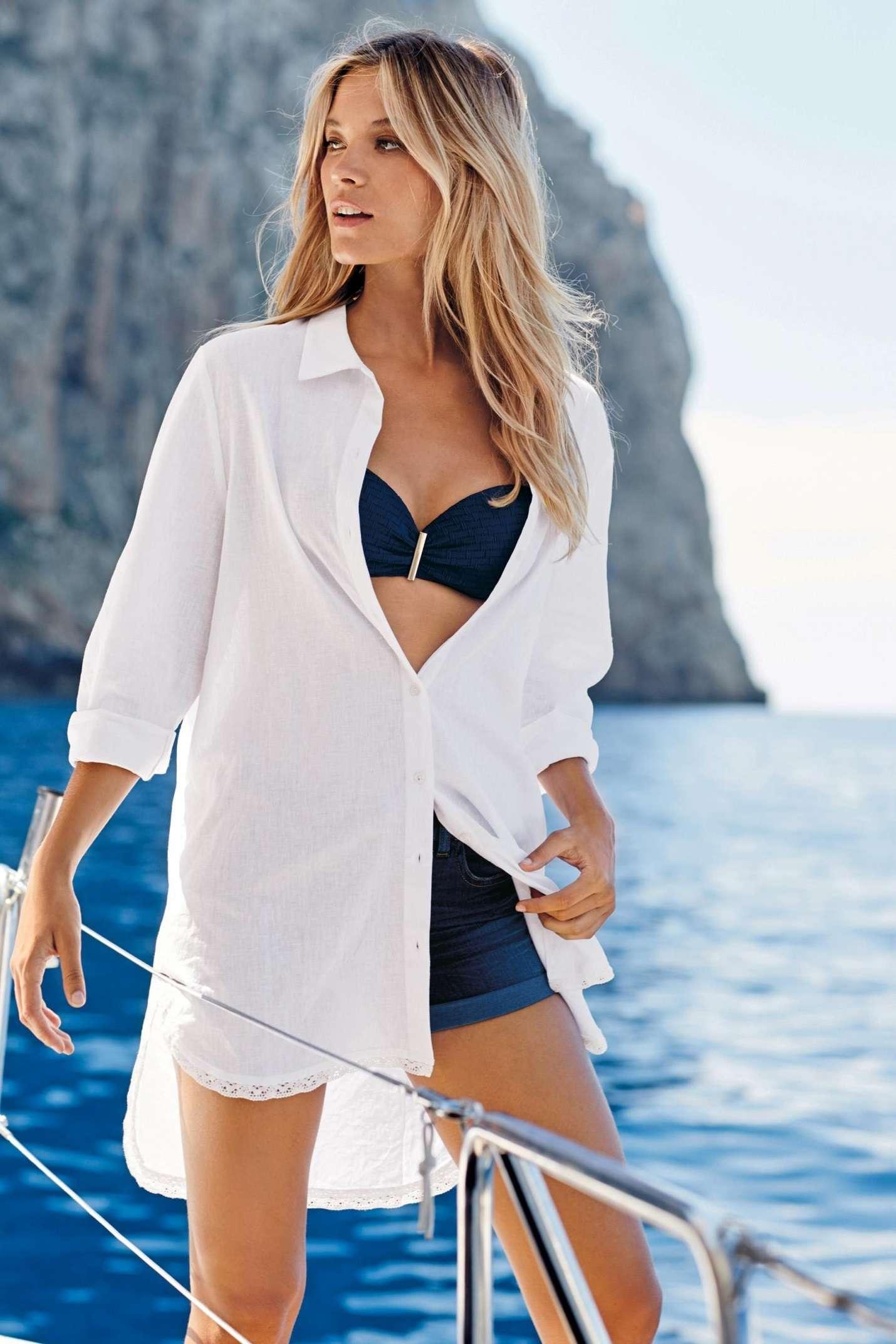 Khi không tự tin vì bikini quá hở, bạn có thể chọn somi dáng rộng khoác bên ngoài
