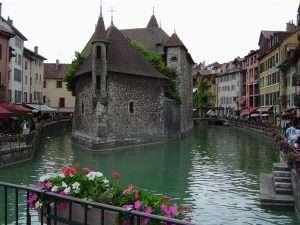 Annecy được mệnh danh là Venice của Alps