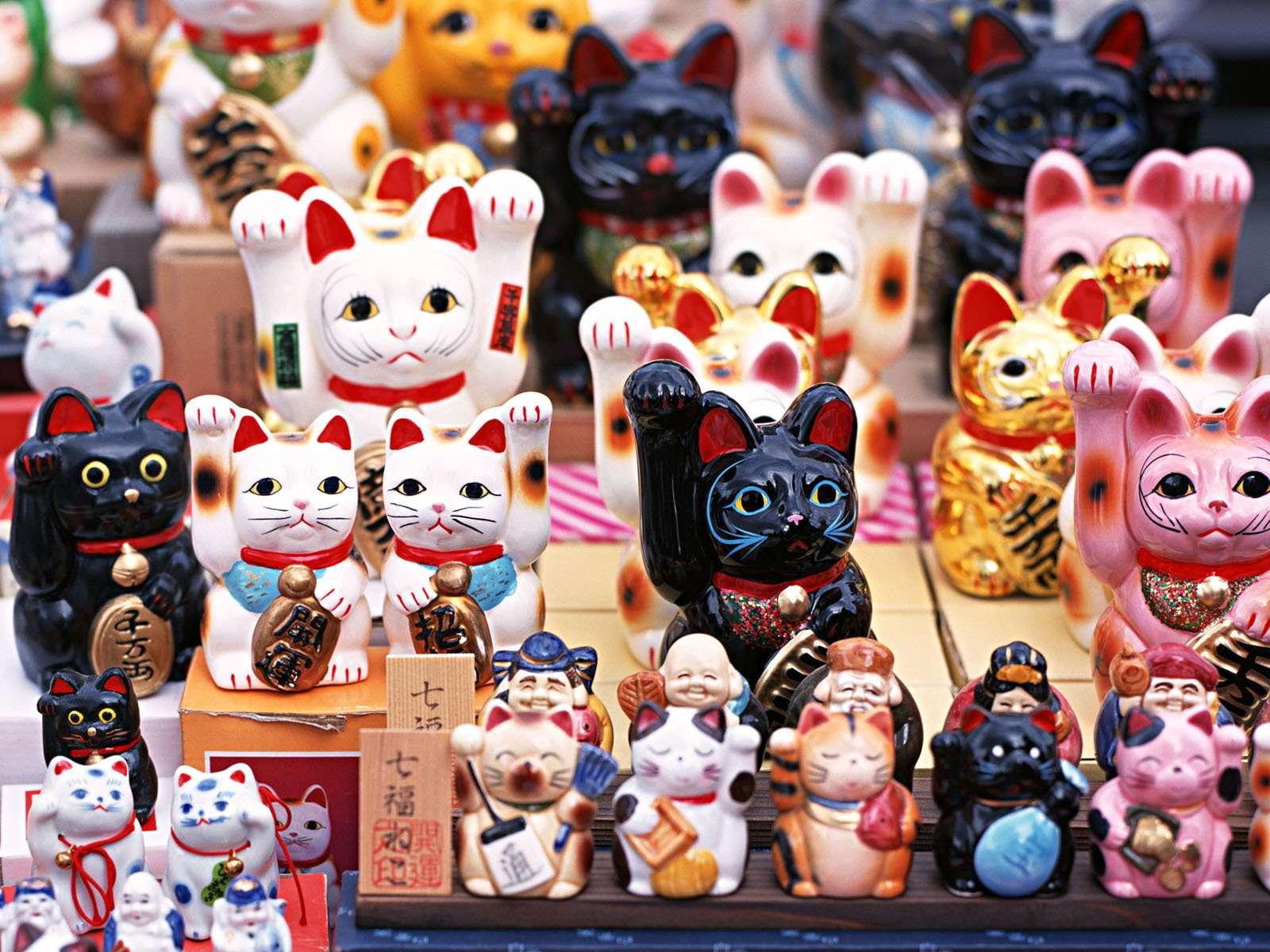 Người dân ở đây tin rằng chú mèo này sẽ mang lại may mắn và sự thịnh vượng trong kinh doanh.