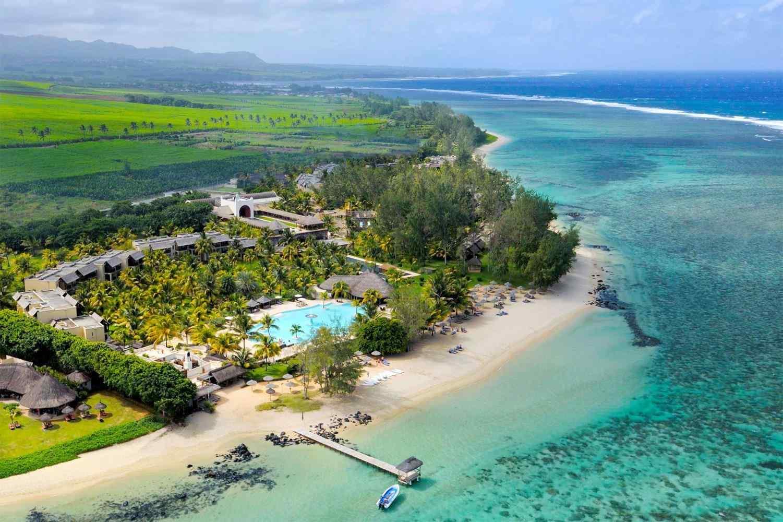 Laguna nổi bật với dải cát trắng trải dài, một khu nghỉ dưỡng phức hợp của Phuket gồm nhiều sân golf, resort rộng lớn và biệt thự tư nhân