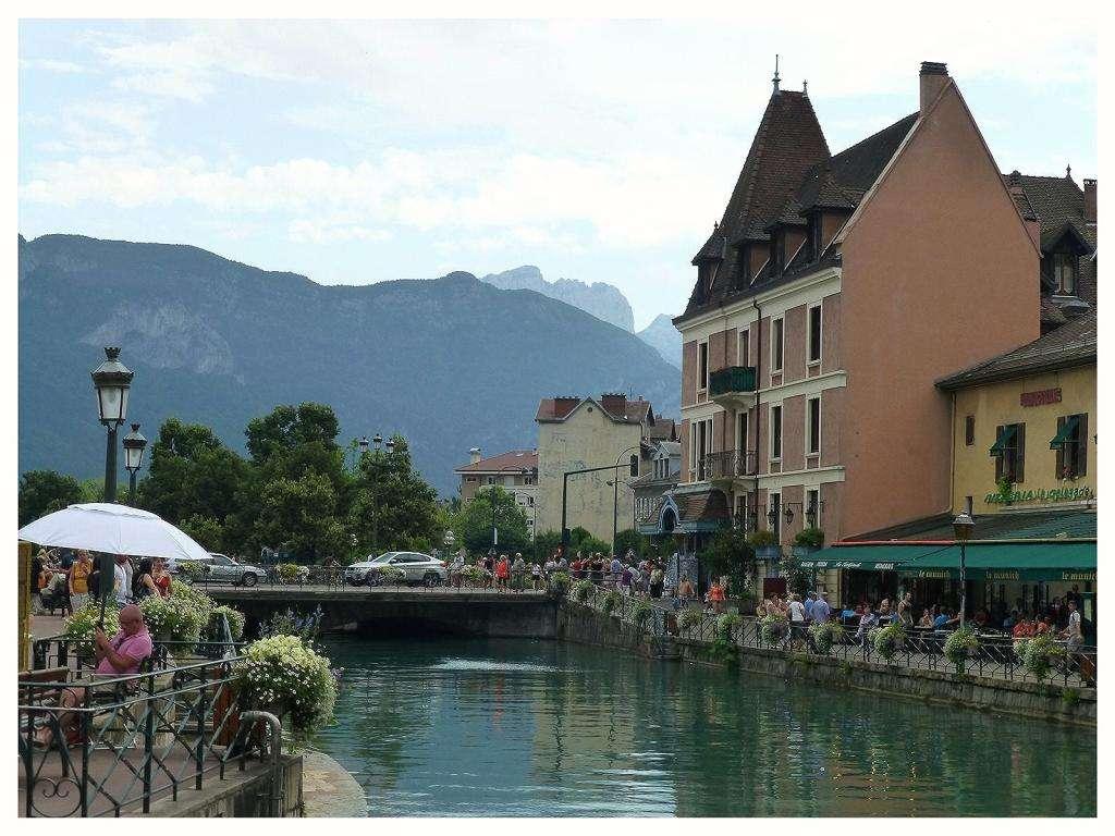 Annecy đây là thị trấn lớn nhất ở vùng Haute-Savoie