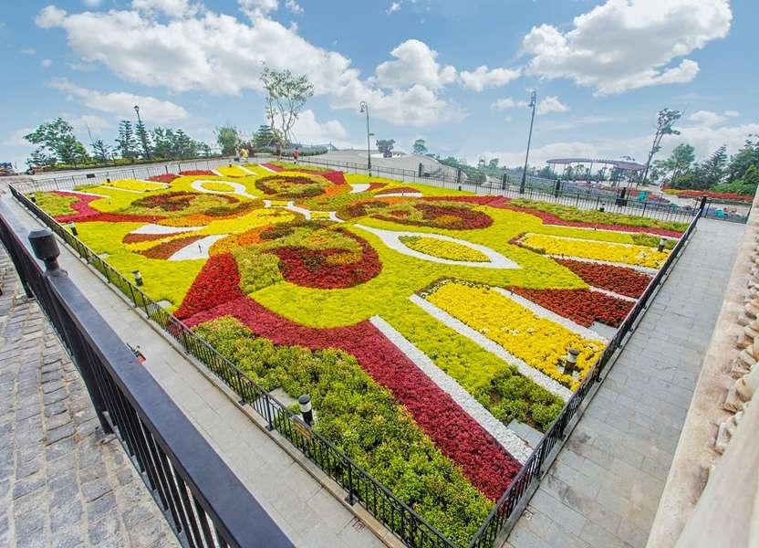 Vườn hoa Le Jardin D'Amour rực rỡ