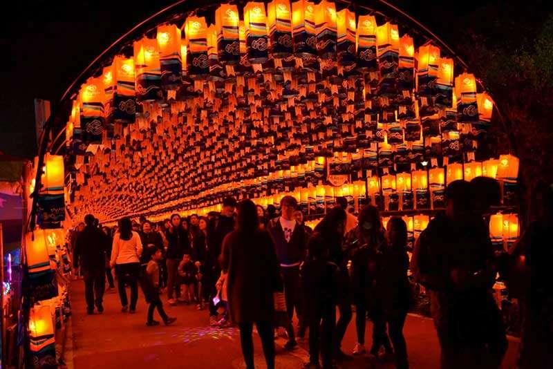 Lễ hội đèn lồng Jinju Namgang Yungdeung