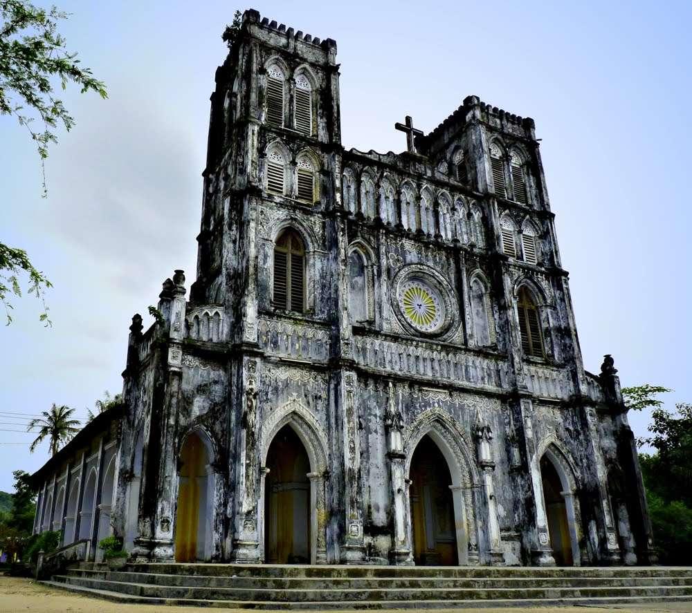 Nét cổ kính nhà thờ Mằng Lăng phảng phất kiến trúc châu Âu