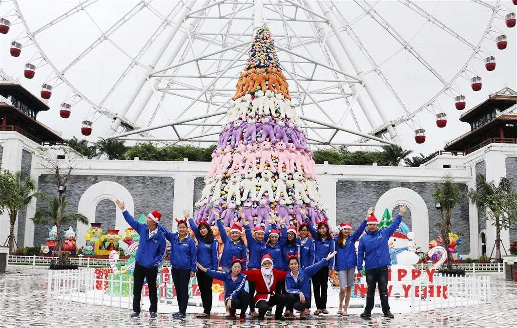 Asia Park rất thích hợp cho nhóm bạn bè, các cặp đôi hoặc gia đình vui chơi giáng sinh