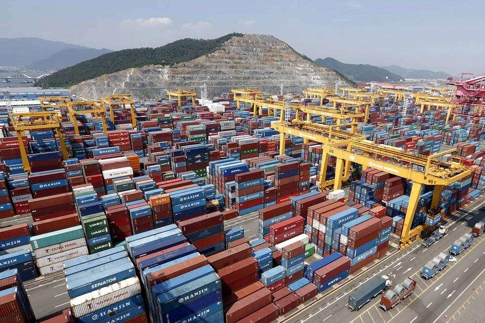 Cảng Busan nhộn nhịp