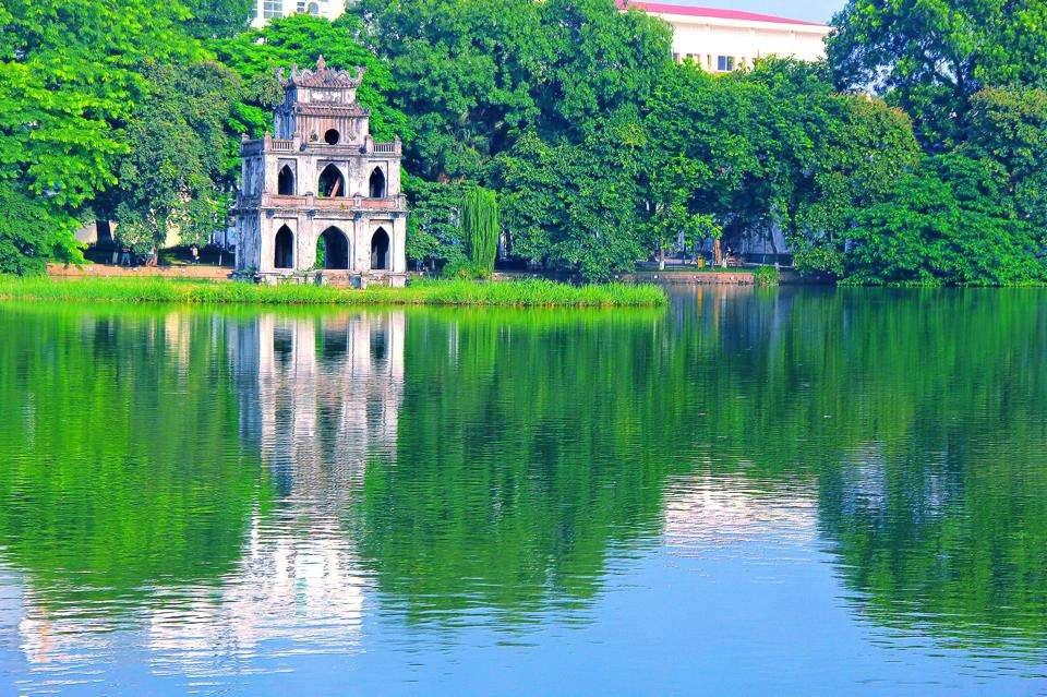 Một góc nhìn ra Hồ Gươm