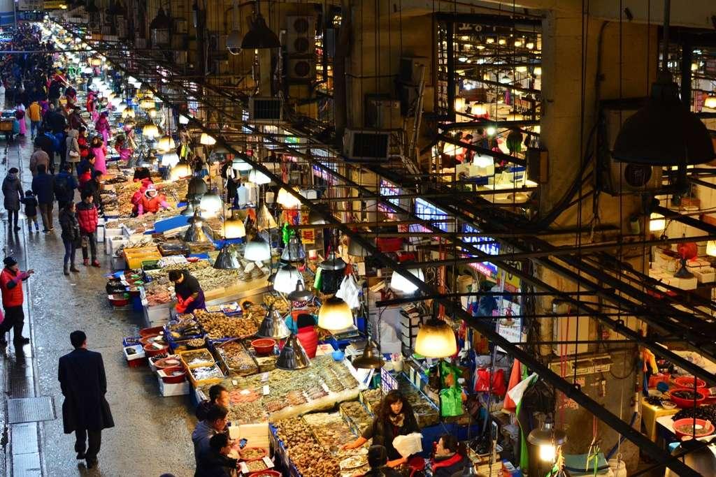 Chợ cá Jagalchi luôn tập nập người mua