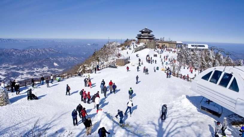 Mùa đông ở Hàn Quốc khá lạnh, có tuyết rơi nhiều, vì thế du khách Việt thường bị sốc nhiệt ngay khi vừa xuống máy bay