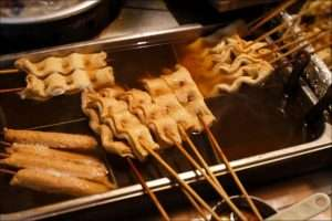 Chả cá xiên Hàn Quốc là một trong những món ăn phổ biến