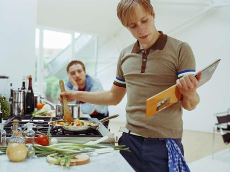 Tự nấu để ăn là một cách tiết kiệm chi phí khi đi du lịch Úc