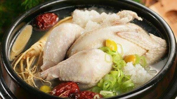 Món Samgyetang - Canh gà hầm sâm