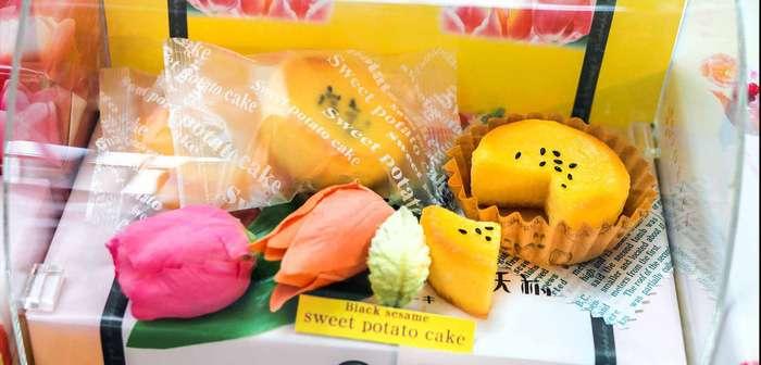 Ghé quầy lưu niệm để mua những món đồ liên quan đến hoa Tulip