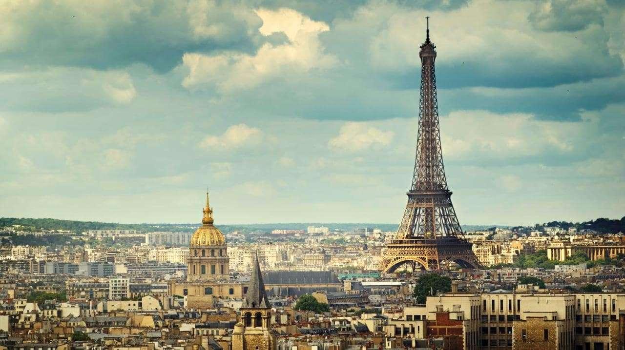 Paris là thành phố thủ đô của nước Pháp, cũng là trung tâm hành chính quan trọng của quốc gia này