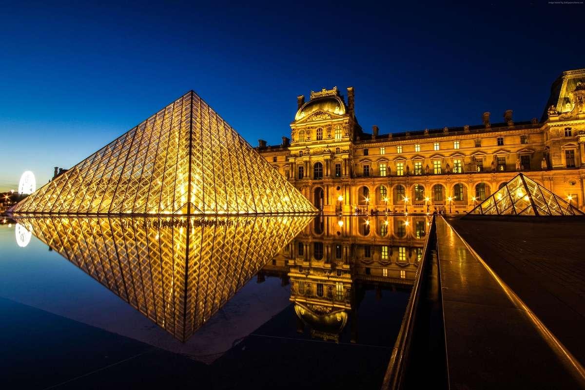 Bảo tàng Louvre nổi tiếng