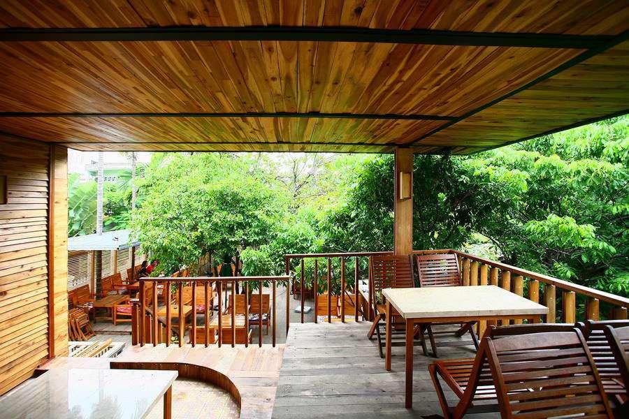 Nội thất đa phần bằng gỗ và phụ kiện cũng đậm chất vintage