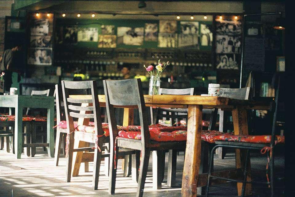 Cộng cafe được ưa chuộng bởi phong cách đậm chất thời bao cấp