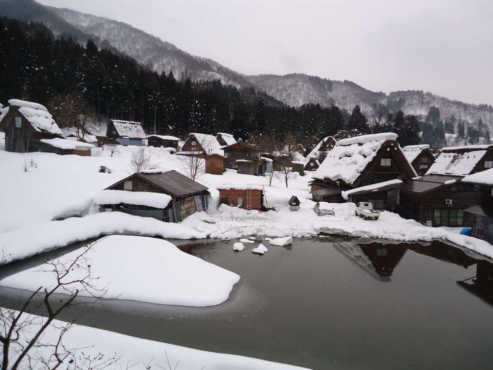 Ngôi làng chìm trong tuyết trắng