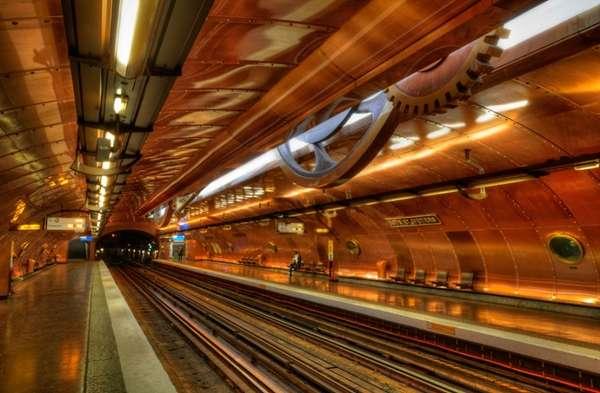Chụp lại các bảng chỉ dẫn trong nhà ga Metro để tránh trường hợp đi nhầm