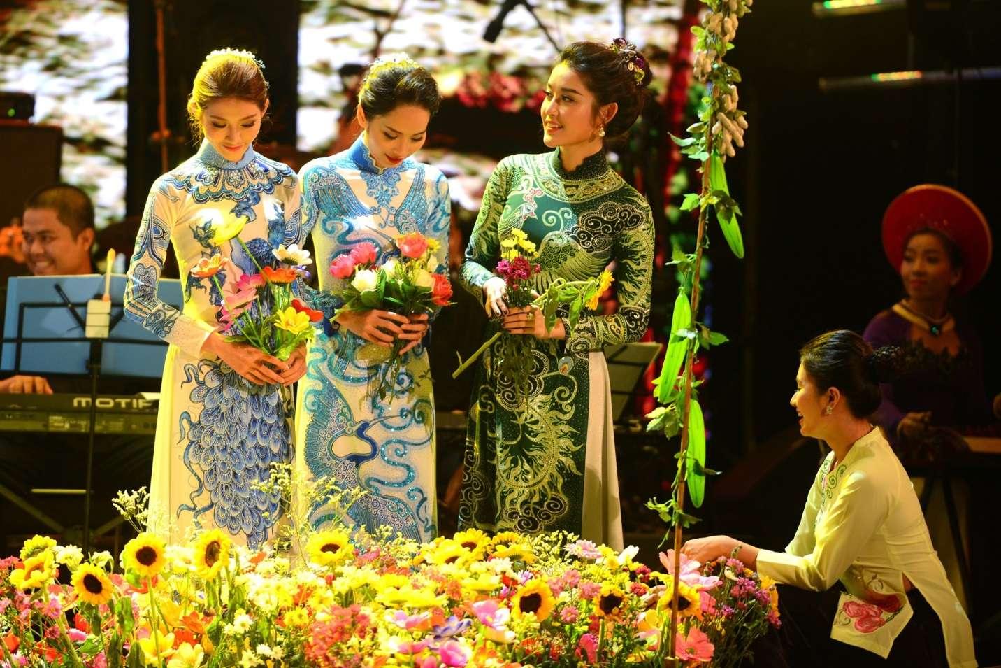 Lễ hội còn có hoạt động giao lưu văn hóa giữa các nước, quảng bá hình ảnh đẹp của áo dài Việt Nam với bạn bè quốc tế