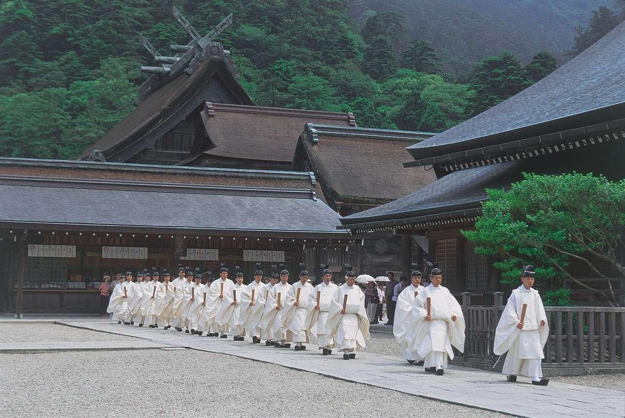 Một nghi lễ nghiêm trang tại đền Izumo