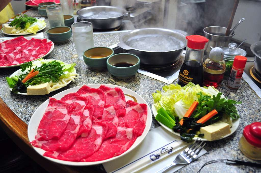 lẩu bò Kobe là một món ăn đặc biệt phải thưởng thức khi du lịch Nhật Bản