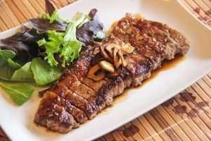 Bò Kobe ngon nhất còn được dùng làm món beefsteak hay nướng ướp muối tiêu