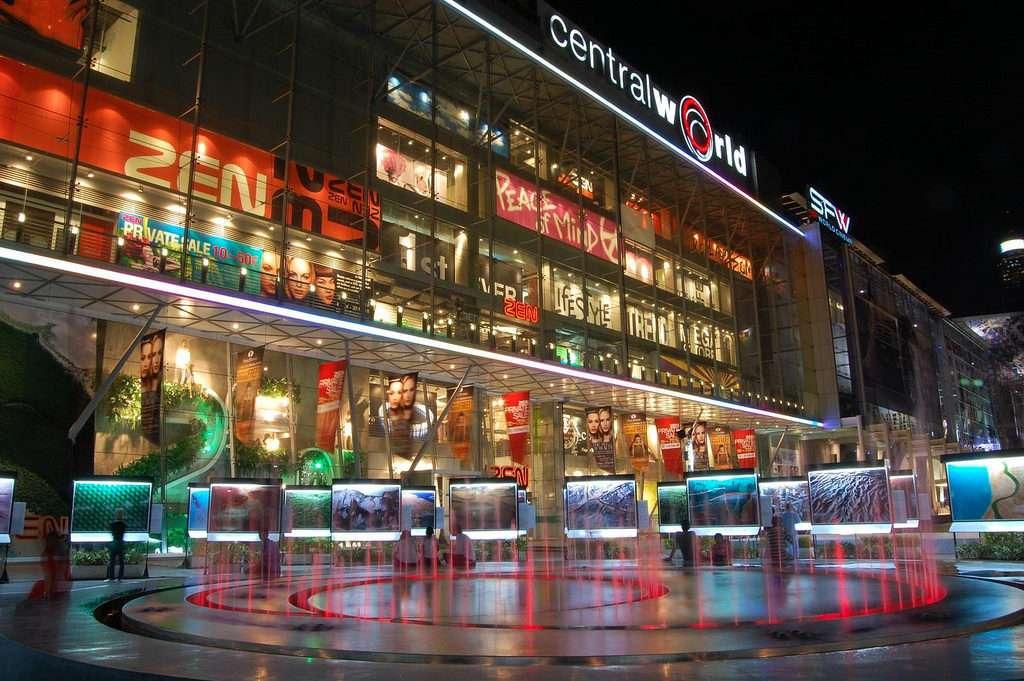 Central World là điểm đến yêu thích của nhiều du khách quốc tế
