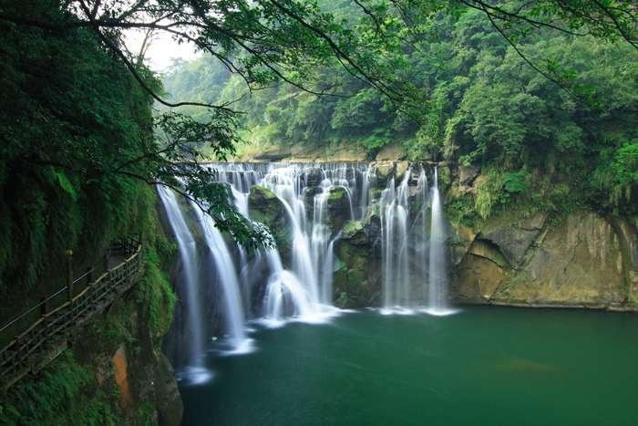 Thác Thập Phần Shifen là thác nước tầng lớn nhất ở Đài Loan