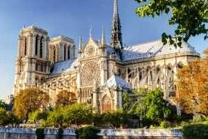 Vẻ đẹp hoa lệ của nhà thờ Đức Bà Paris