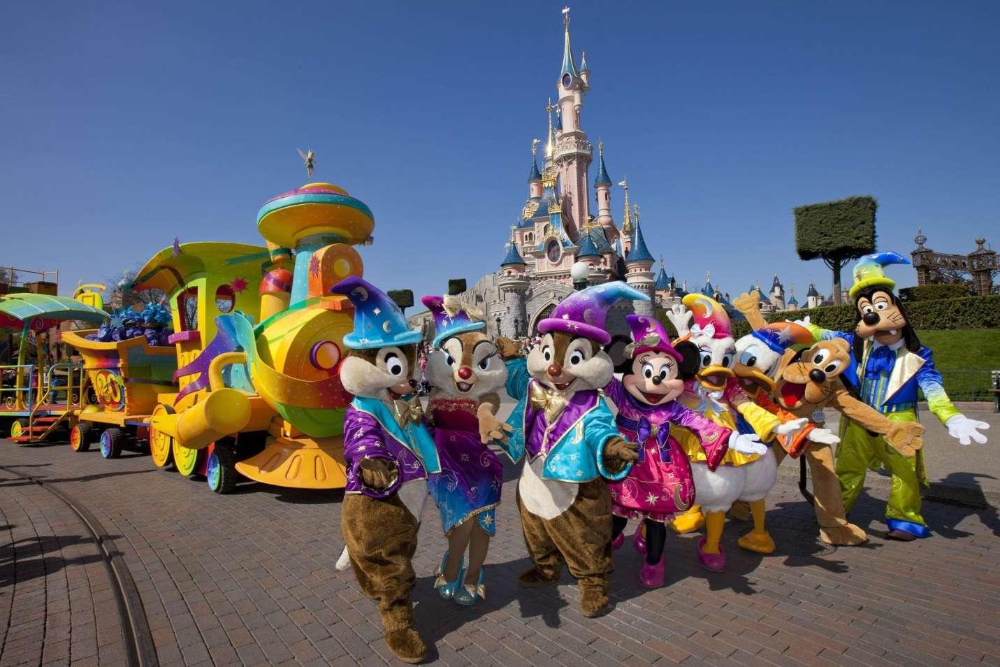 Tham quan Disneyland với hình ảnh những nhân vật hoạt hình