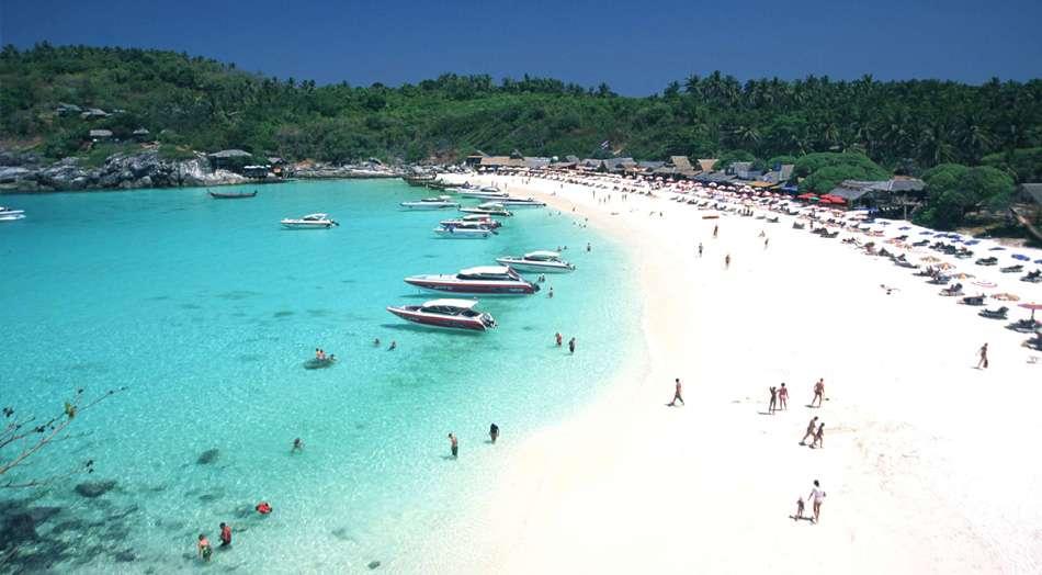 Bãi biển Karon nhộn nhịp
