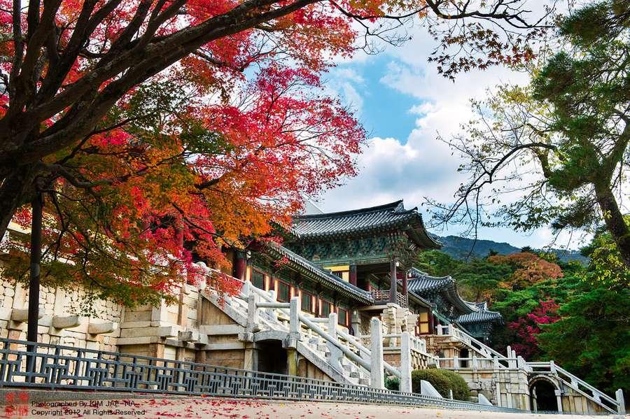 Đừng quên mang theo ít nhất một bộ trang phục lịch sự để tham quan các đền chùa ở Hàn Quốc