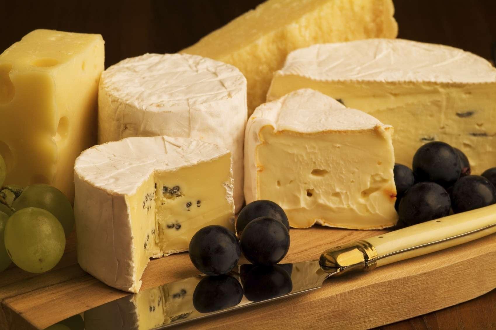 Những ai yêu thích sự béo ngậy của phô mai thì chắc chắn những hộp phô mai Pháp sẽ làm họ thích thú