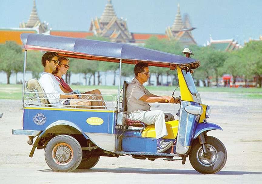 Xe ba bánh tuktuk là một phương tiện phổ biển nhất ở Thái Lan