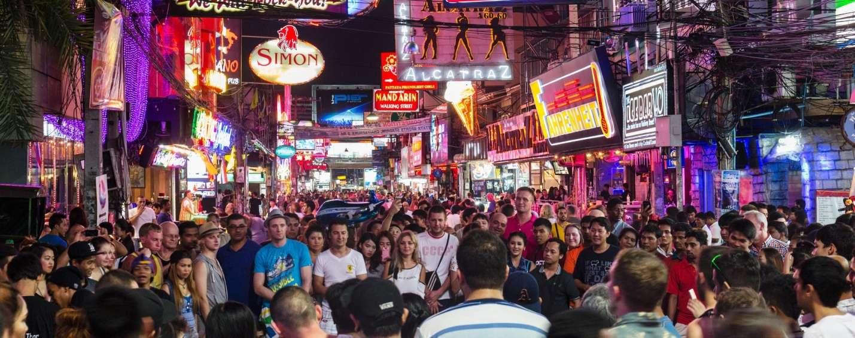 Pattaya, nơi có phố đèn đỏ sẽ đưa du khách đi từ bất ngờ này đến bất ngờ khác bằng các hoạt động vui chơi giải trí cực sôi động nóng bỏng thâu đêm