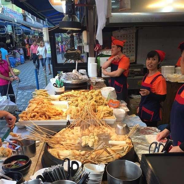 Chả cá Odeng là món ăn đậm chất đường phố nổi tiếng nhất tại Seoul