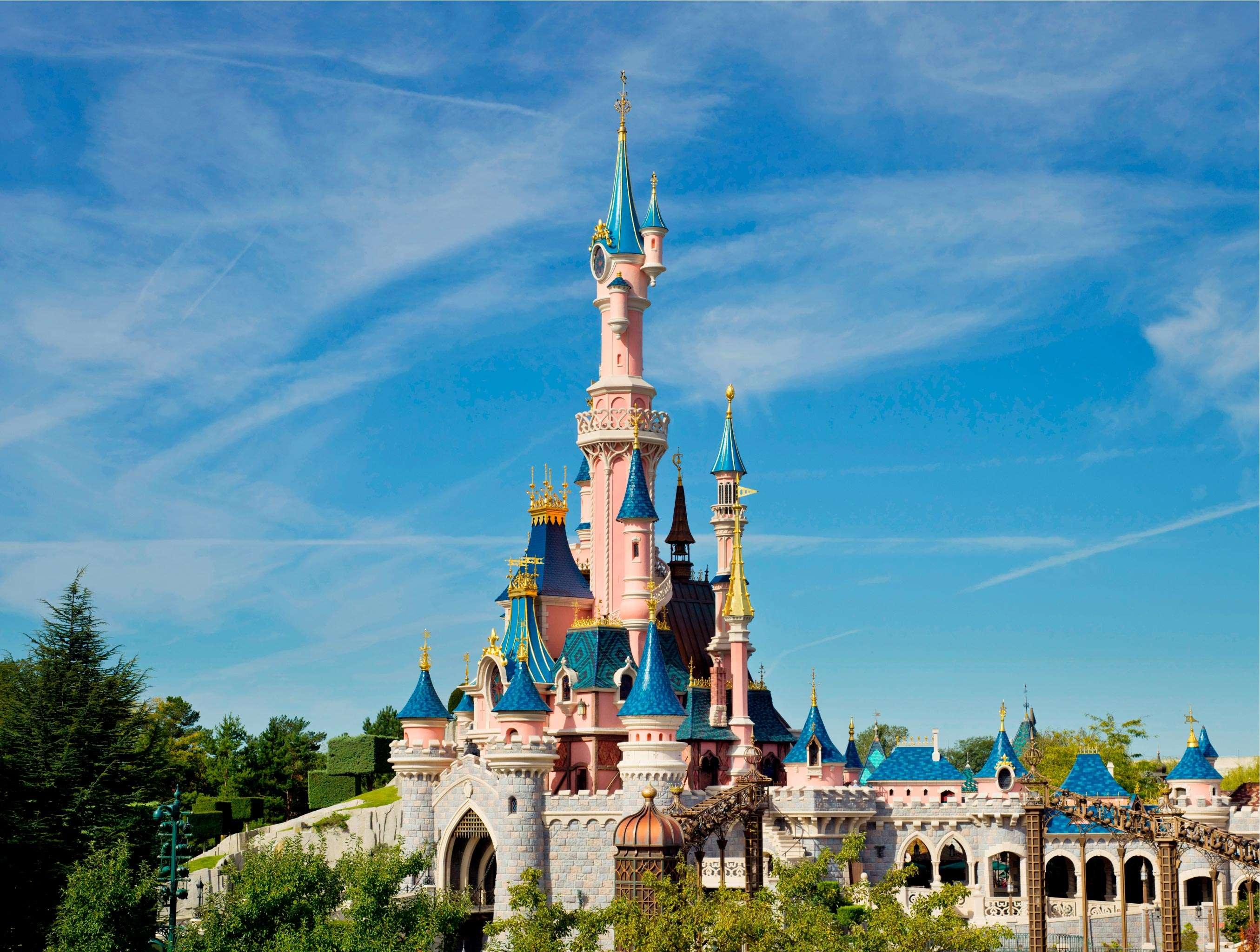 Khám phá Disneyland Paris