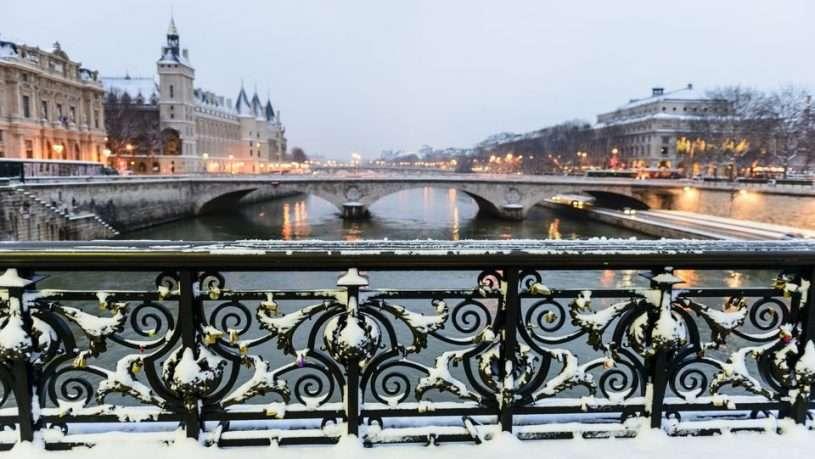 Mùa đông là thời điểm vé máy bay và phí khách sạn ở Pháp rẻ hơn các mùa khác trong năm