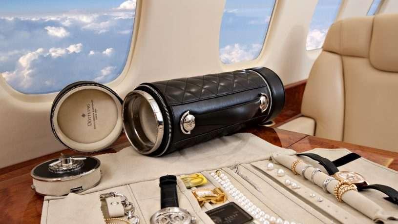 Khi mang đi các đồ vật mắc tiền, hãy khai báo với hải quan trước chuyến đi nhé!