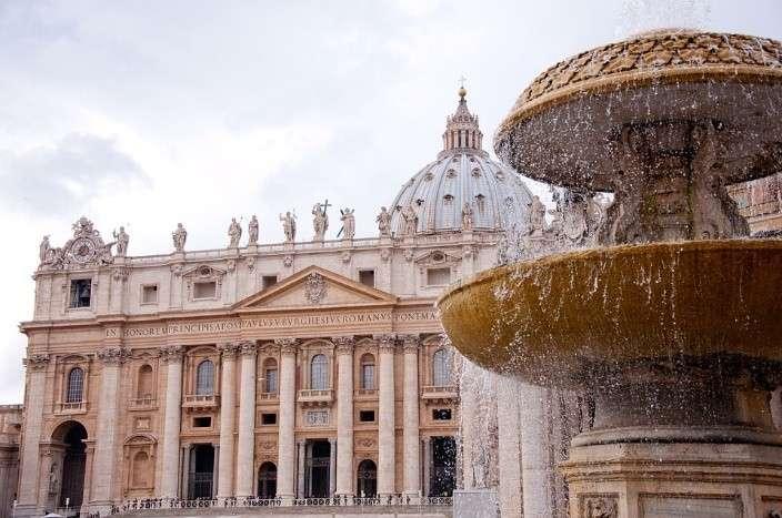Nhà thờ St Peter tự hào có mặt đồng hồ lớn nhất châu Âu