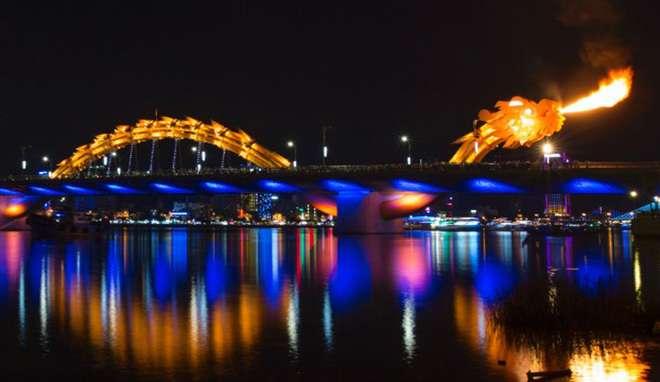 Cầu Rồng phun lửa và phun nước