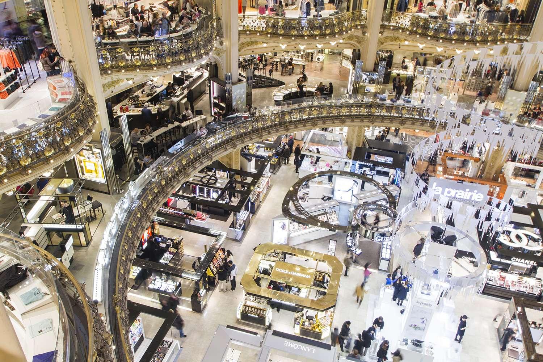Printemps và Galerie de la Fayette là tổ hợp trung tâm thương mại và mua sắm được yêu thích