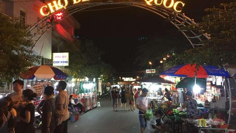 Chợ đêm Phú Quốc nổi tiếng với nhiều món ăn vặt độc đáo