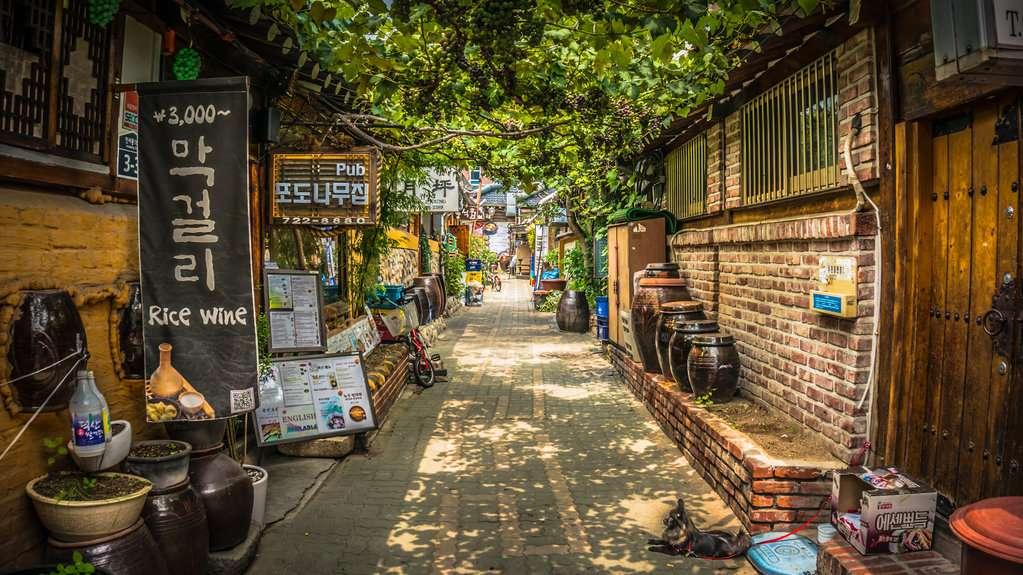 Một góc phố cổ kính tại Insadong