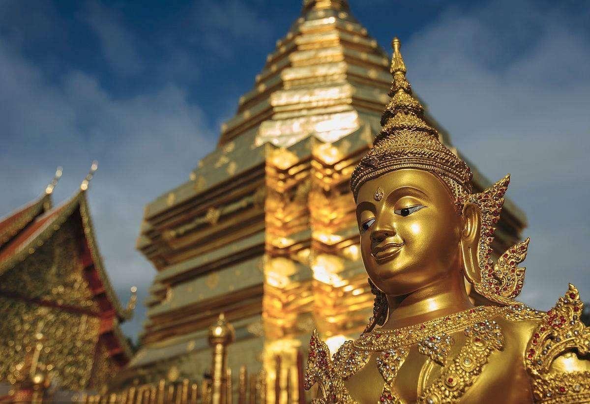 Ăn mặc kín đáo khi đến đền chùa