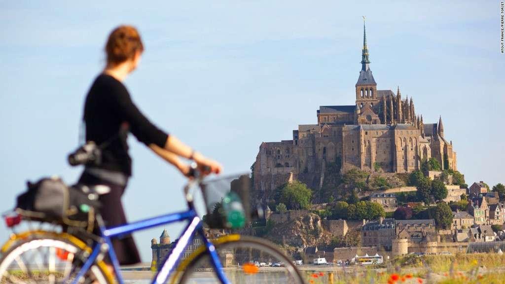 Mont Saint Michel là di sản thế giới thu hút 3 triệu du khách mỗi năm