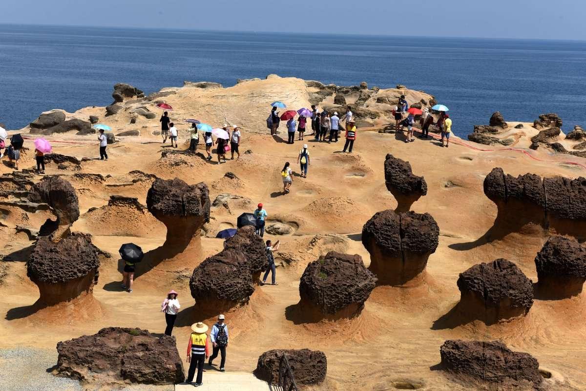 Biển Dã Liễu với những bãi đá mang hình thù kỳ quái