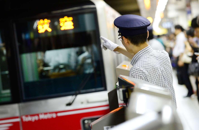 Bạn có thể sử dụng tàu điện ngầm để di chuyển ở Nhật Bản